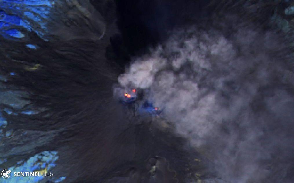 Etna cratères sommitaux vus par Sentinel-2 L1C image bands 12,11 8A le 17.10.2019 - un clic pour agrandir