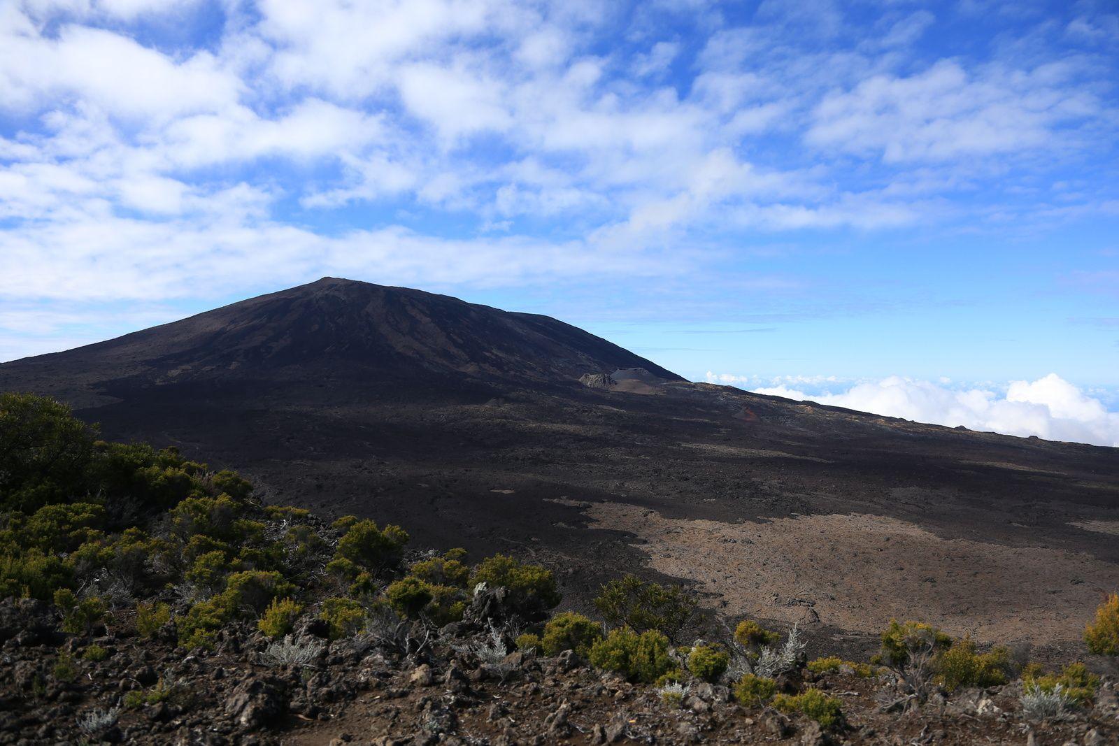 Piton de La Fournaise - Towards a next eruption, or not ? - photo © Bernard Duyck