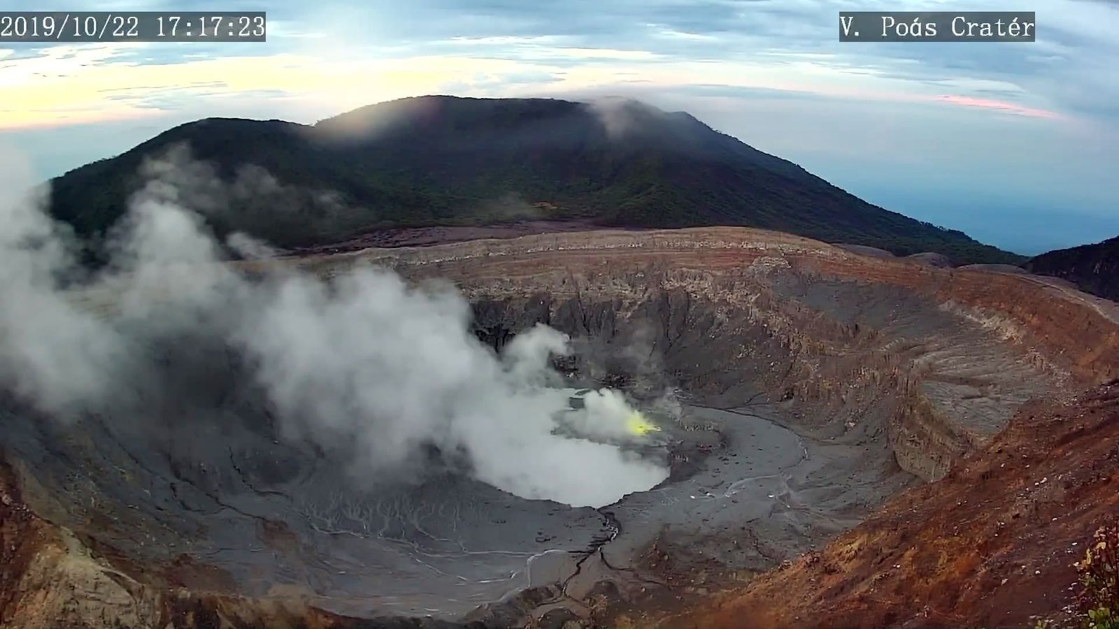 Poas - crater lake and active fumaroles; to pick up the sulfur hue of the little fumarole - RSN webcam 22.10.2019 / 17h17