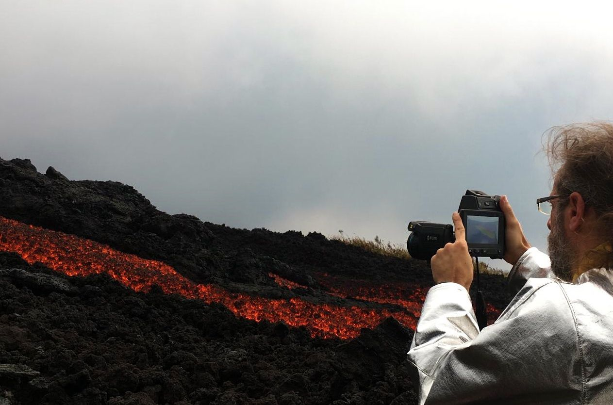 Piton de La Fournaise - temperature measurement of the casting with the FLIR camera by volcanologists - OVPF photo 26.10.2019