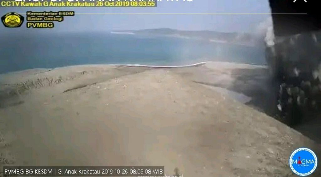Anak Krakatau - eruptive episodes of 26.10.2019, respectively at 8:05 and 16:12 - webcam PVMBG