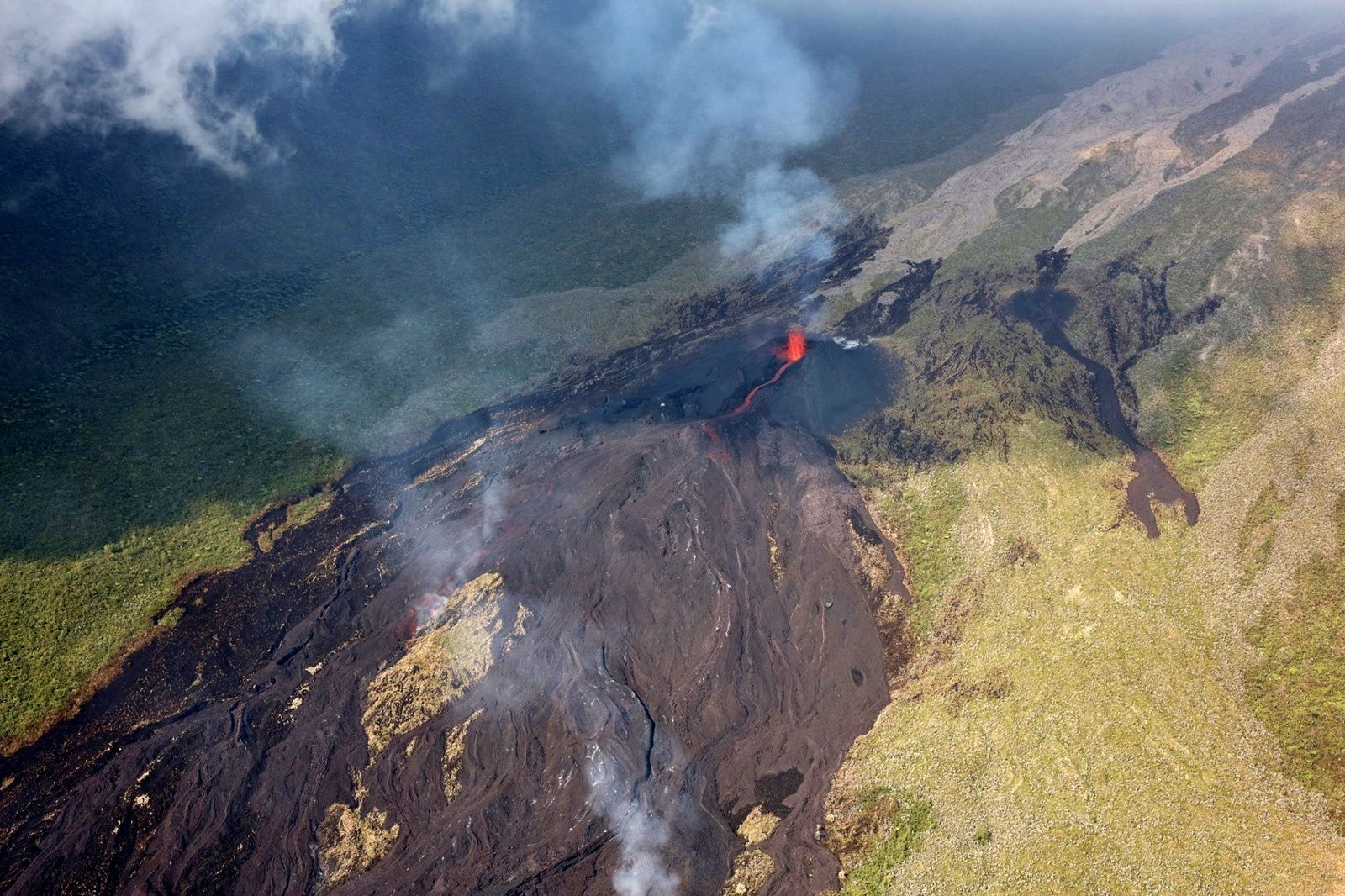 Piton de La Fournaise - the eruptive site 27.10.2019 / 8h - photo OVPF