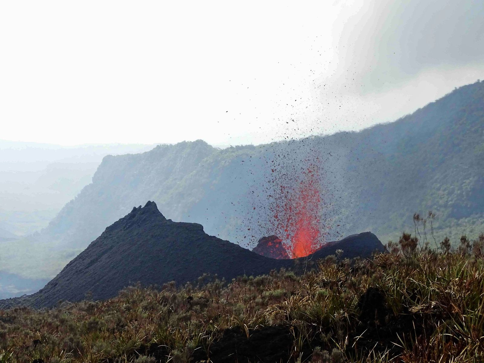 Piton de La Fournaise - the small eruptive cone on 27.10.2019 - photo OVPF