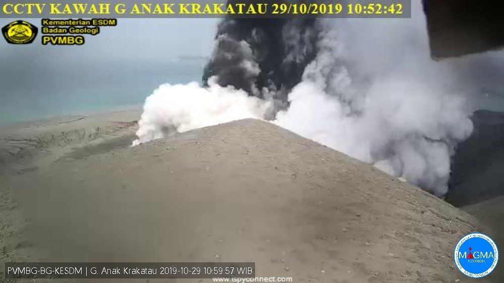 Anak Krakatau - phreatic / phreatomagmatic activity from 29.10.2019 / 10h52 - Doc.PVMBG