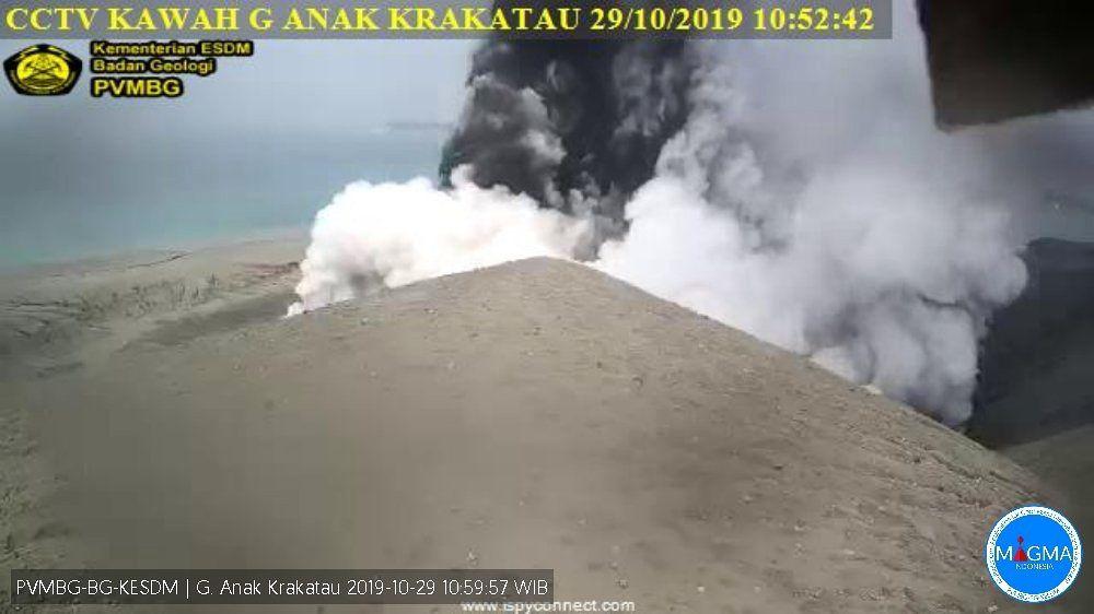 Anak Krakatau - activité phréatique / phréatomagmatique  du 29.10.2019 / 10h52 - Doc.PVMBG