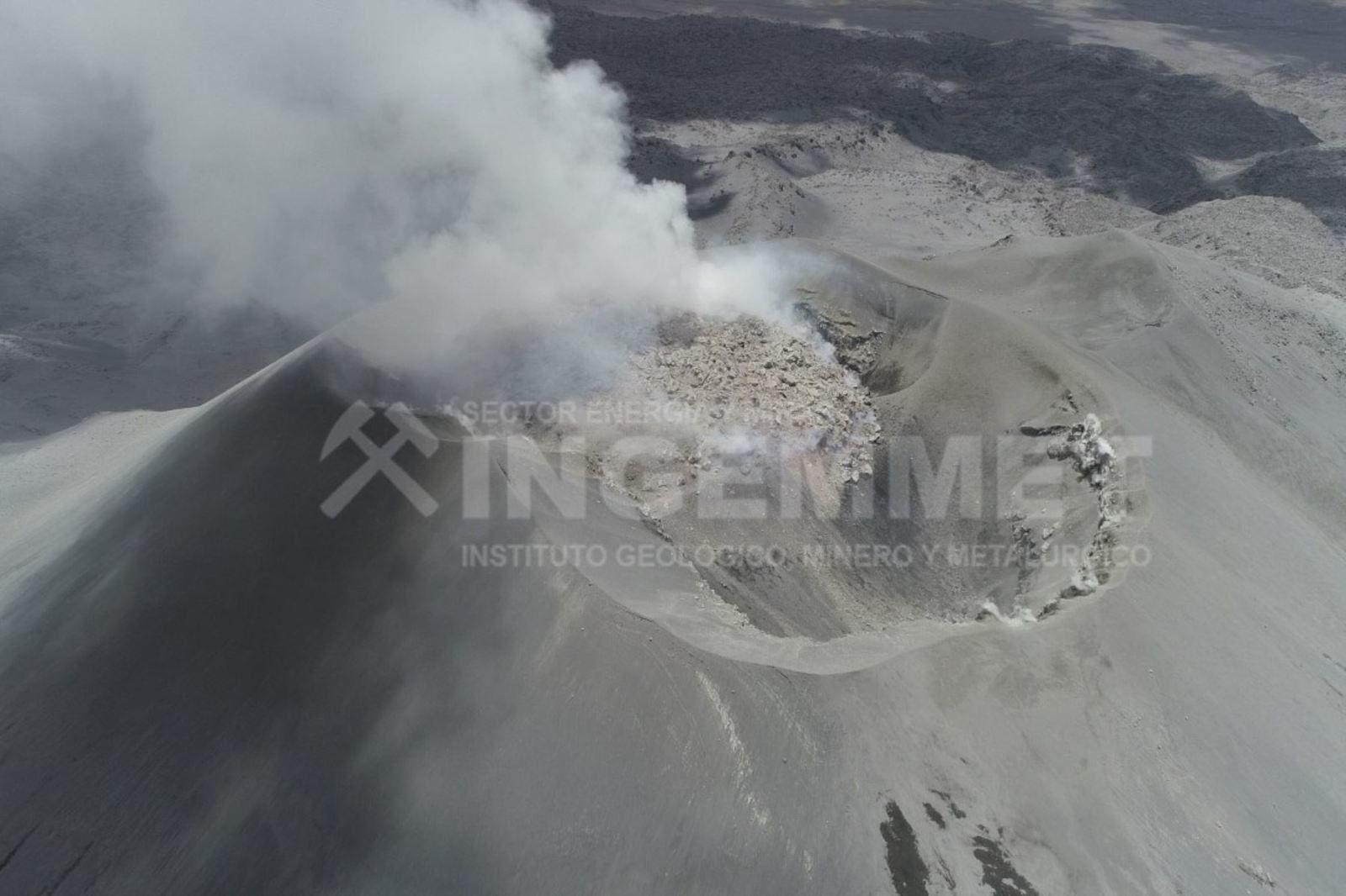 Sabancaya - le dôme occupe une grande partie du secteur nord du cratère - photo de survol par drone mises en ligne par l'OVI le 28.10.2019