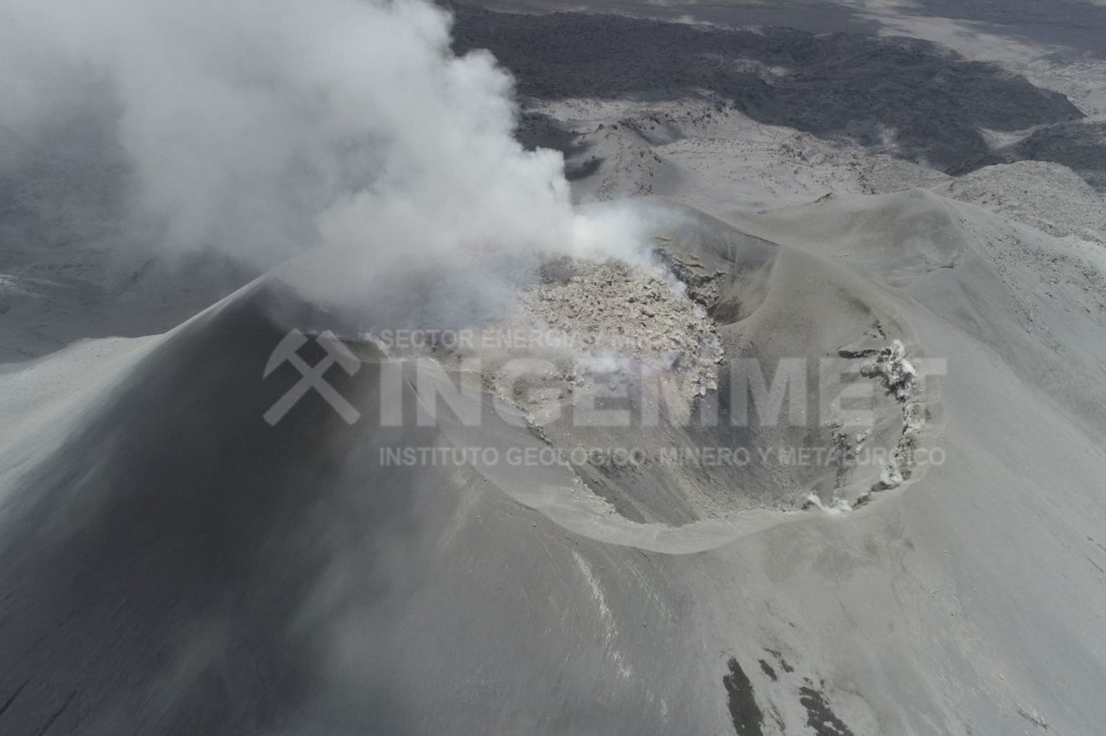 Sabancaya - the dome occupies a large part of the northern sector of the crater - drone flyover photo uploaded by the OVI on 28.10.2019