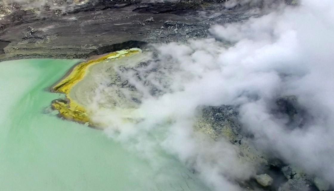 White island - Crater lake and its sulfur gas emissions - photo archives GNS 10.2019
