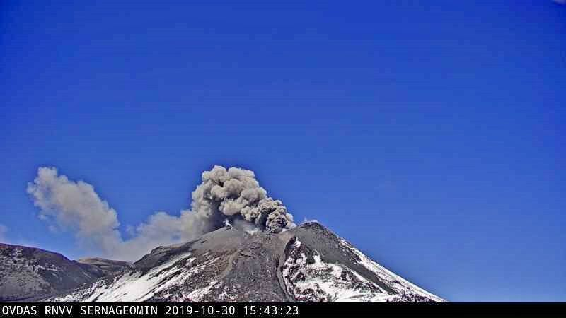 Nevados de Chillan - explosions and plumes of 30.10.2019 respectively at 15:43 webcam portezuelo and at 17:13 webcam Andarivel - Doc. SERNAGEOMIN