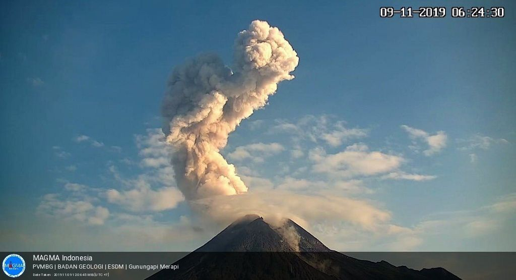 Merapi - the eruptive plume at 6:24 on 09.11.2019 - photo Magma Indonesia