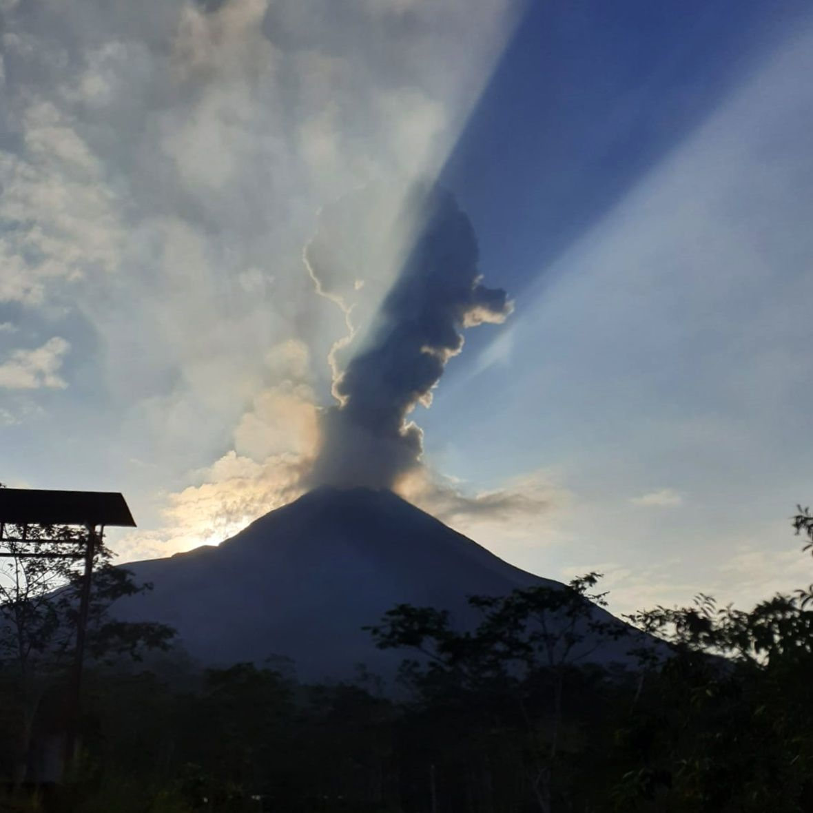 Merapi / Java - eruption of the 09.11.2019 / 6h21 - photo BPPTKG