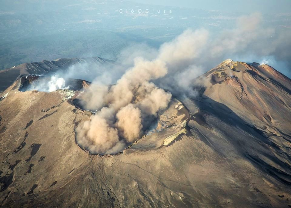 Etna, active craters on 11.11.2019 - From left to right, the NEC, in the center the BN and the VOR, on the right the crater complex SE - photo © Gio Giusa