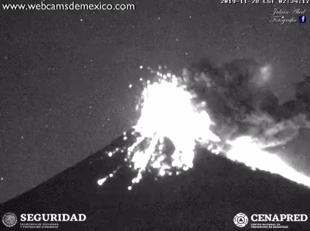 Popocatépetl - explosion of 28.11.2019 / 02:34 - webcams from Mexico / Cenapred