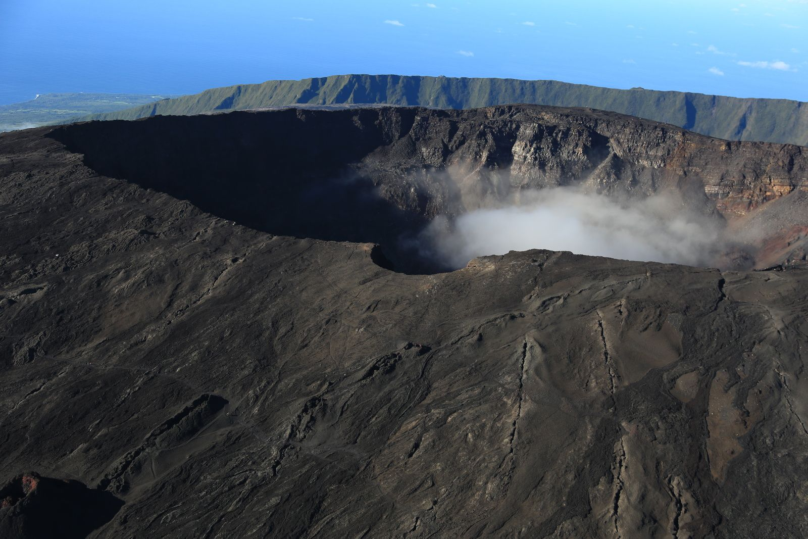 Piton de La Fournaise - photo archive © Bernard Duyck