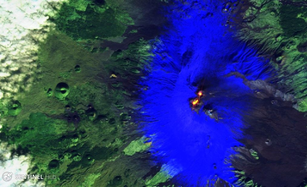 Etna - Hot spots at crater NE, Bocca Nuova and Voragine; low spot at NSEC - Sentinel-2 L1C image on 2019-12-04 bands 12,11,4