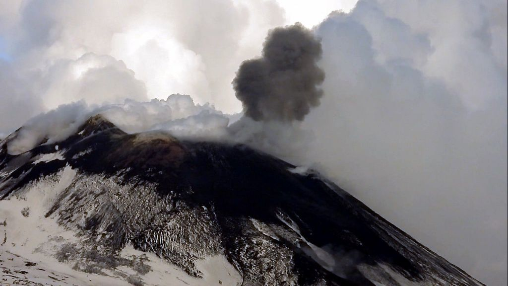 Etna NSEC - burst of ash on 09.12.2019 - photo INGVvulcani