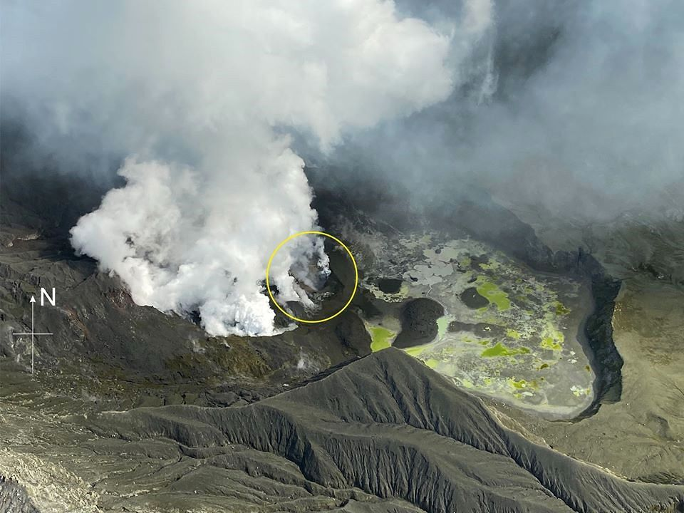The eruptive site of Whakaari / White Island during the surveillance flight of 14.12.2019 - photo GeoNet / Police NZ - one click to enlarge