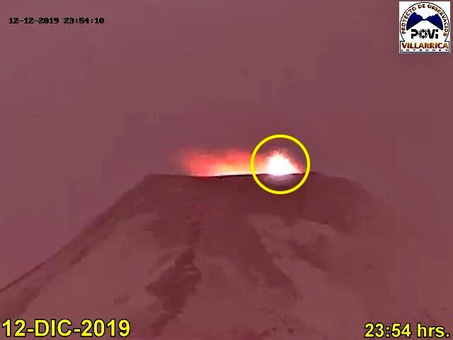 Villarica - 12.12.2019 / 11.54pm - POVI webcam via Werner Keller