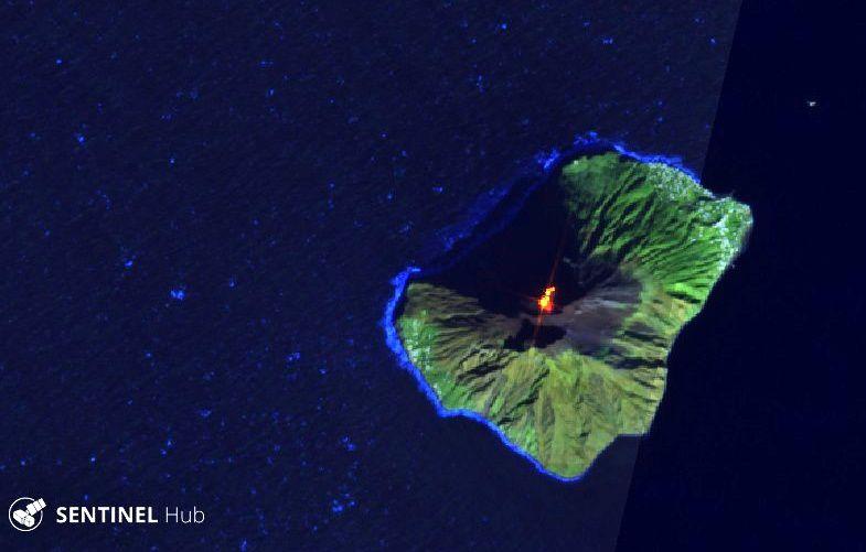 Dernière image nette du Stromboli (avant d'être couvert par les nuages) le 16.12.2019 -  Sentinel-2 L1C image bands 12,11,4