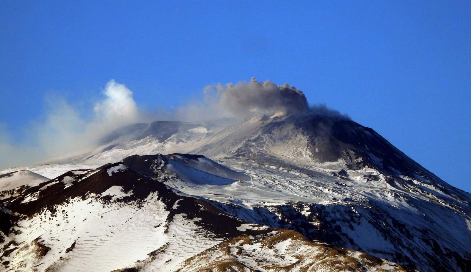 Etna - 01.01.2020 - Cône de la Selle du NSEC - photo INGVvulcani