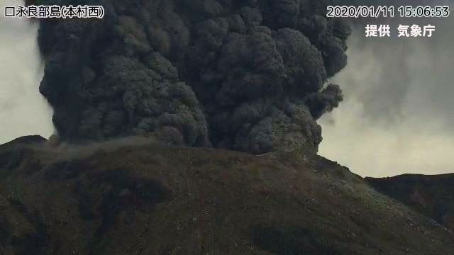Kuchinoerabujima - panache éruptif du 11.01.2020 / 15h06  - webcam JMA (640x360) (2)