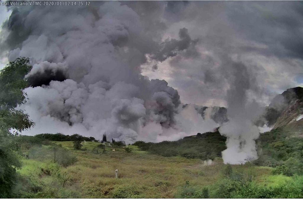 Taal - fumeroles le 12.01.2020 / 14h25 locale - photo Phivolcs