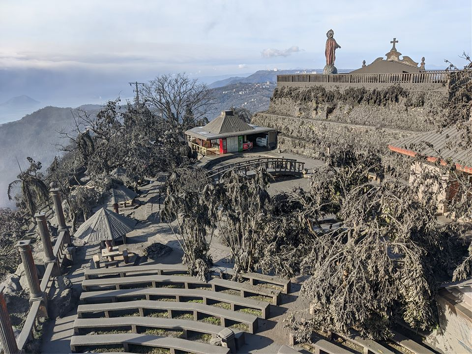 Taal - the ashes of the eruption cover the entire surrounding landscape - photo 12.01.2020 News5