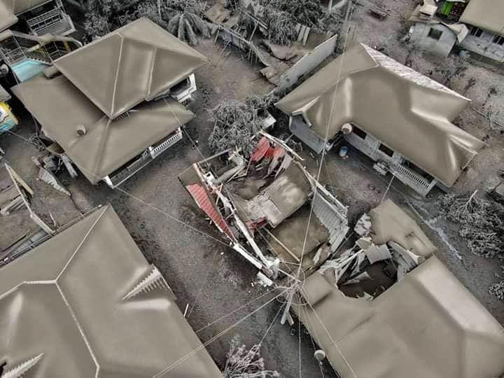 Taal - maison en partie effondrées sous le poids des cendres - photo 13.01.2020 / Rete Meteo Amatori