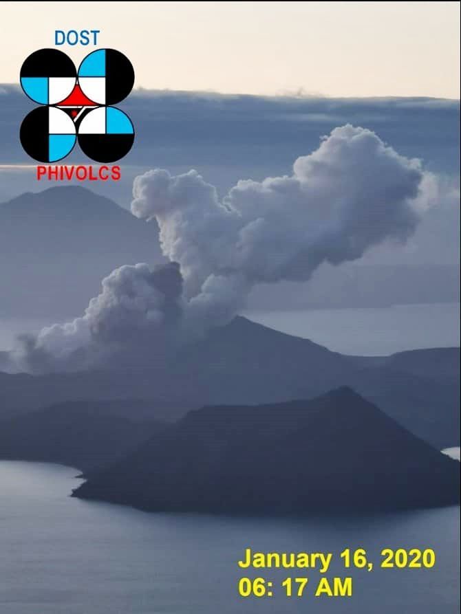 The Taal expelled short gray ash plumes of 500 meters and 800 meters high, respectively at 6:17 am and 6:21 am on Jan 16, 2020 - photos Phivolcs