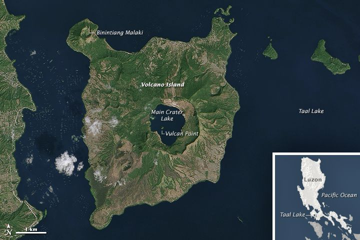 Taal - Sentinel-1 AWS image from 15.01.2020 - the ashes cover Volcano island and the waters of the surrounding Taal lake; the main crater lake has disappeared (Doc. Copernicus EMS) one click to enlarge - for comparison, a NASA Earth Observatory OLI 2014 / Joshua Stevens image, using Landsat data from the U.S. Geological Survey. Caption by Kathryn Hansen.