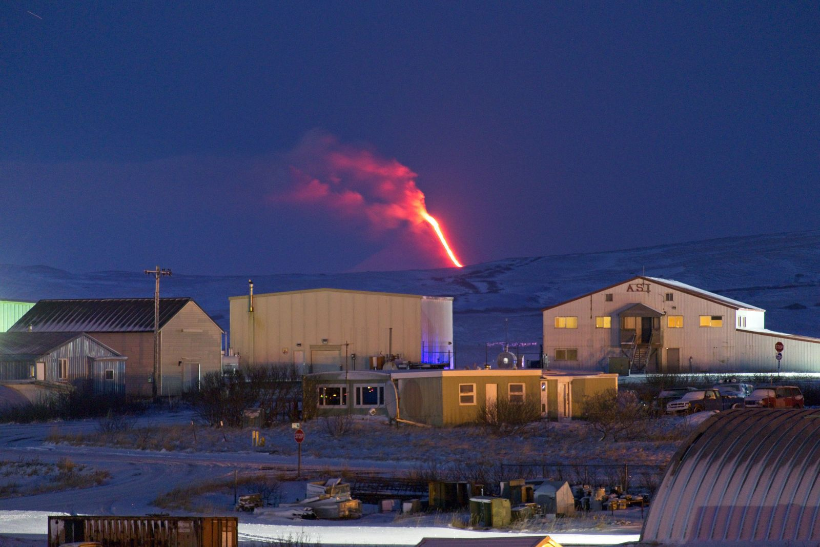 Shishaldin - the eruption seen from Cold Bay on 18.01.2020 / 8h AKST -. Photo courtesy of Aaron Merculief / AVO