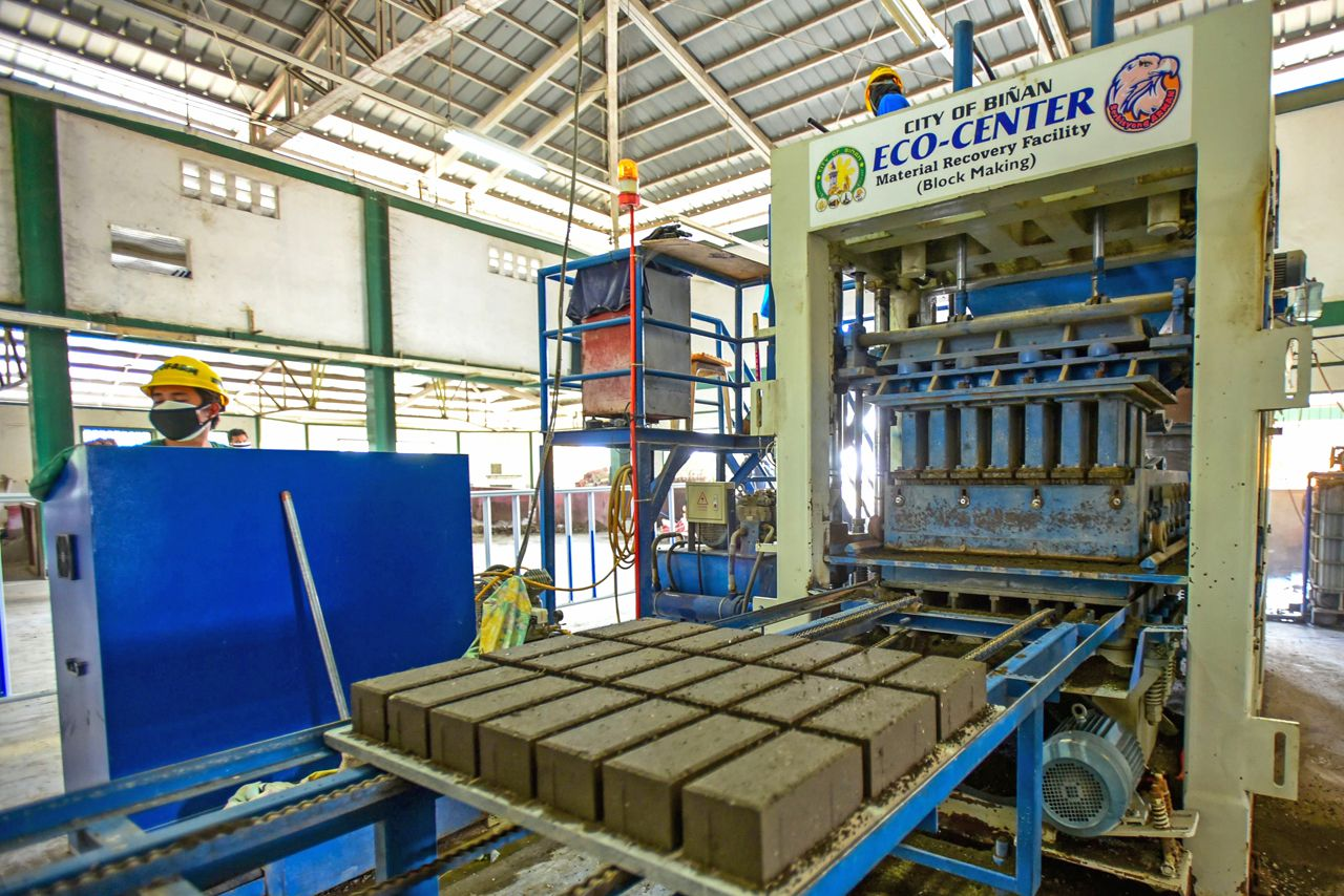 Taal - bricks made of ash, cement and plastic waste by the Binan City materials and recovery facility - photo the Borneo Post