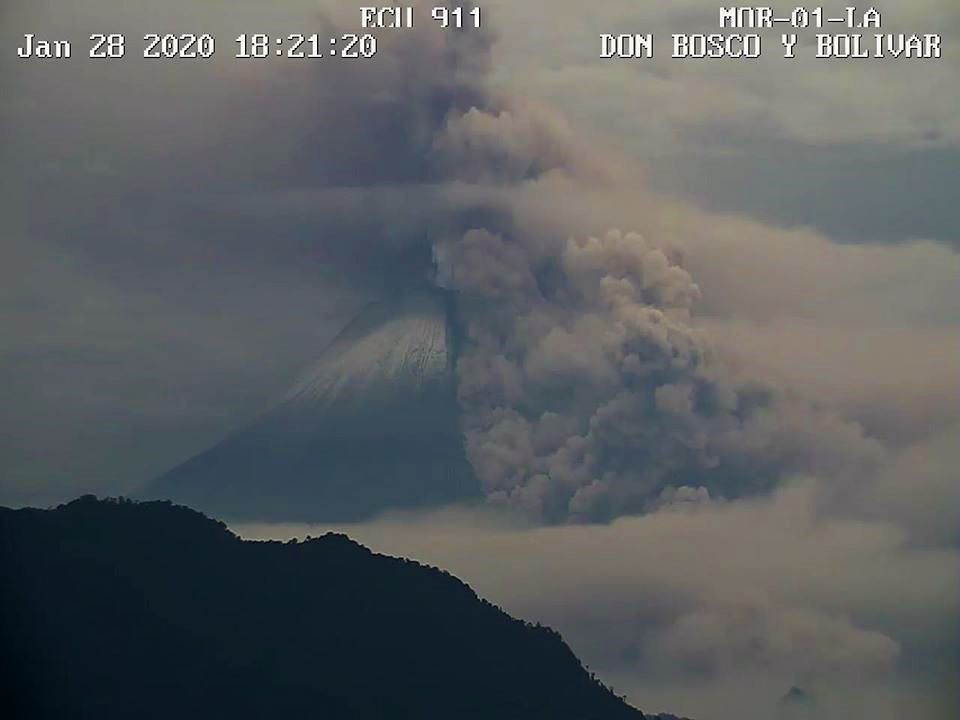 2020.01.28 6:21 p.m. loc. Sangay - Pyroclastic flow from 28.01.2020 / 18h21 local - ECU 911 webcam / IGEPN