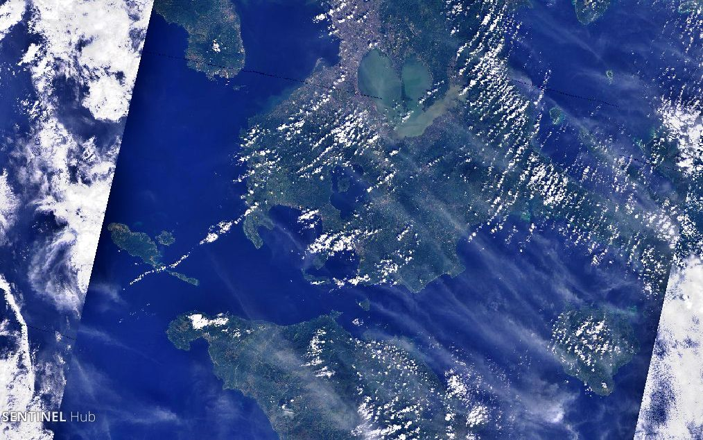 "Passage de Verde island, with Luzon and the Taal caldera to the north, and Mindoro to the south - the green island is at the narrowed place of the ""Passage"" - Sentinel-2 L1C image on 2019-12-28 nat colors - un click to enlarge"