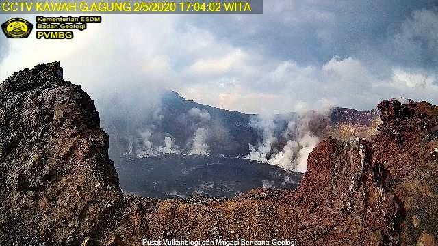 Agung - fumaroles on the perimeter of the dome on 05.02.2020 / -17: 04 WITA - Doc. PVMBG