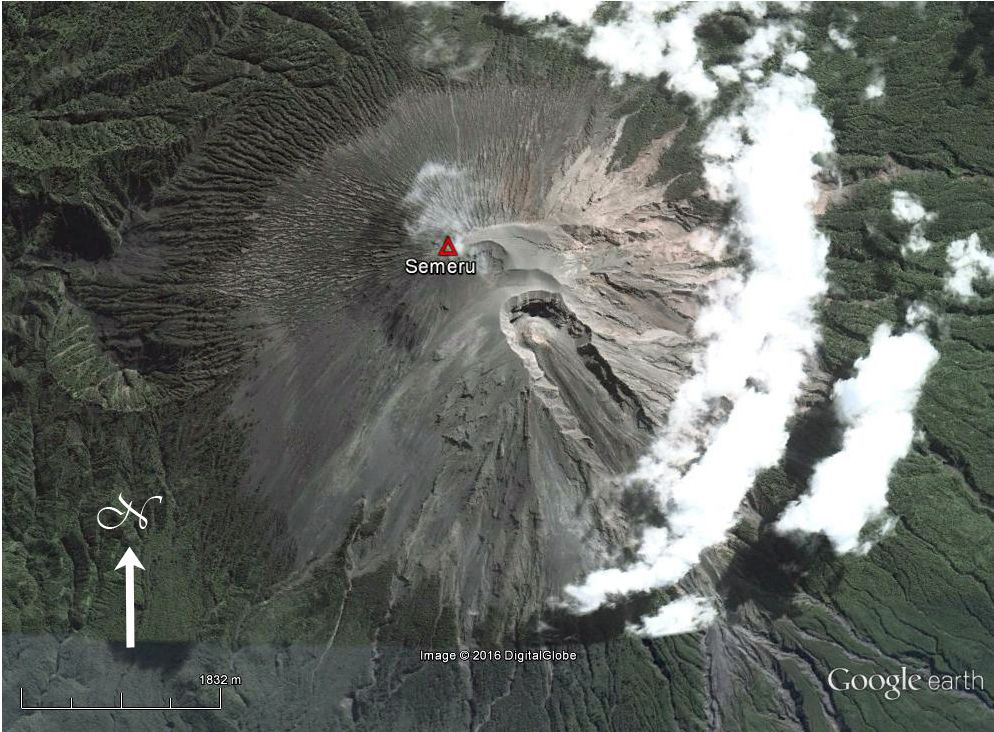 Semeru - lava dome in the summit crater Jonggring Seloko, and the ravine on the southern flank - photo Google Earth archives