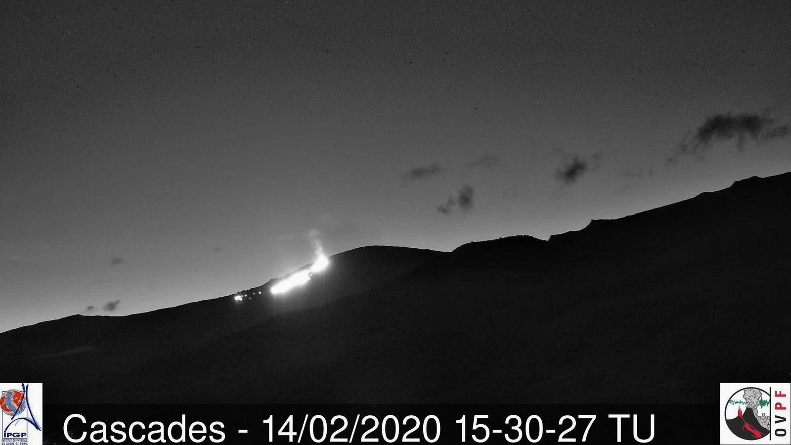 Piton de La Fournaise - 02.14.2020 / 3.30 p.m. UT - the eruption visible from the lava route - OVPF Cascades webcam