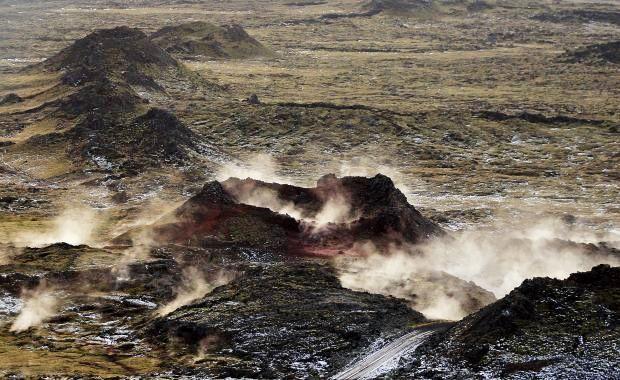 Eldvörp - cratères alignés sur une fissure - photo Iceland Review