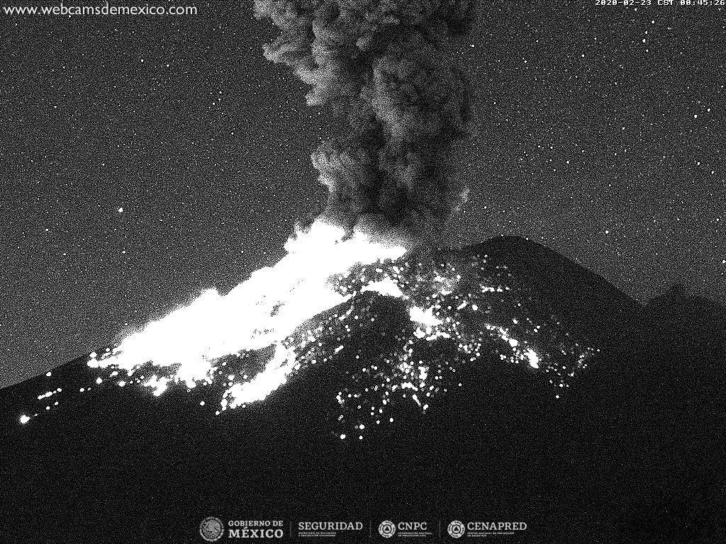 Popocatépetl - 23.02.2020 / 0h45 - Doc. Mexico City webcams