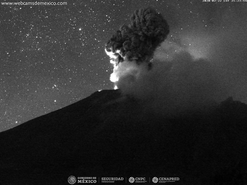 Popocatépetl - 22.02.2020 / 21h23 - Doc. Mexico City webcams