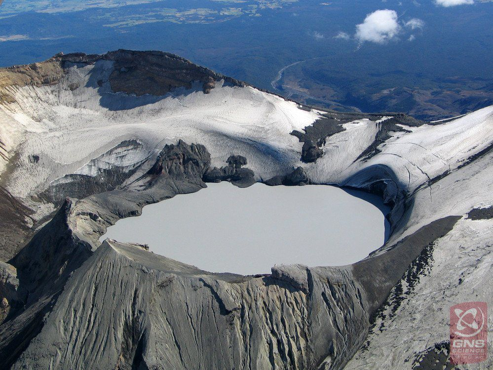 Ruapehu - Te Wai à-moe crater lake - photo Brad Scott / GNS