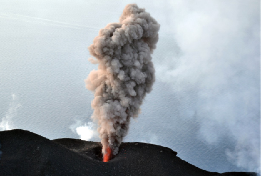 Stromboli - explosive activity at crater S1 on 02.21.2020 - photo INGVvulcani / F. Ciancitto