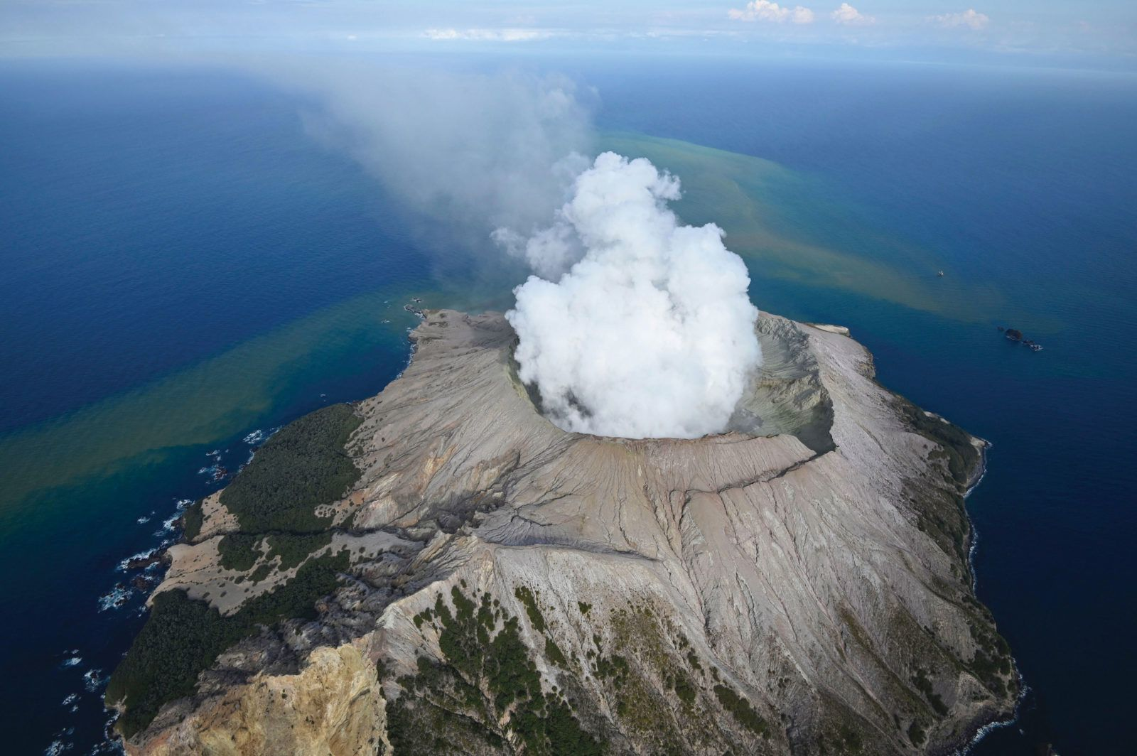 Whakaari White Island - photo NZ Geo 02.2020