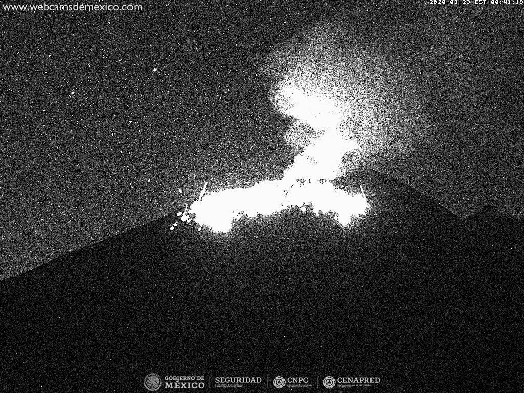 Popocatépetl - 23.03.2020 / 00h41 - Doc. Mexico's Webcams