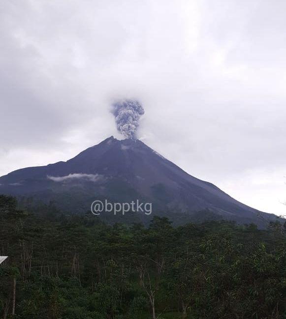 Merapi - ash plume of 02.04.2020 / 3.10pm WIB - photo BPPTKG