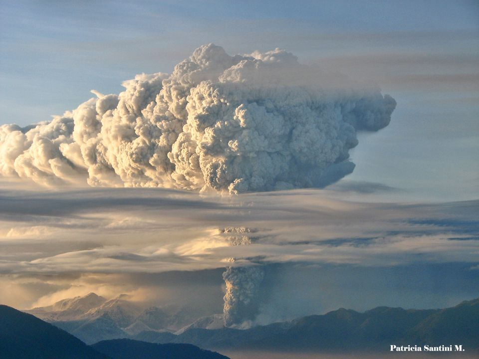 The eruptive plume of the Chaitén volcano - photo Patricia Santini M / 10.05.2008