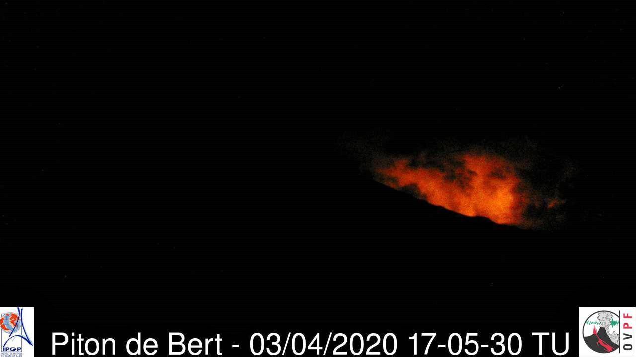 Piton de La Fournaise - 03.04.2020 / 5:05 pm UT - OVPF webcam Piton de Bert