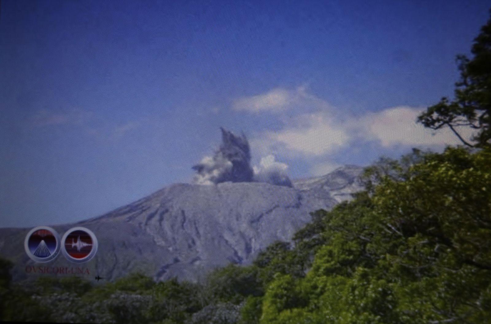 Rincon de La Vieja - 04.04.2020 / 8h24 - explosion hydrothermale - capture d'écran de la vidéo de l'Ovsicori.