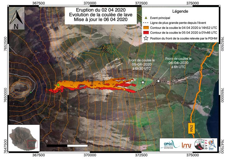 Piton de La Fournaise - Mapping of the lava flow dated 4/4/2020 (orange) and 5/4/2020 (red) deduced from satellite images. The white stars represent the position of the casting front on 5/4/2020 at 10:30 a.m. local time (6:30 a.m. UT) and 6/4/2020 at 10 a.m. local time (6 a.m. UT). The dotted line represents the line of greatest slope (© OVPF / IPGP / LMV / OPGC).