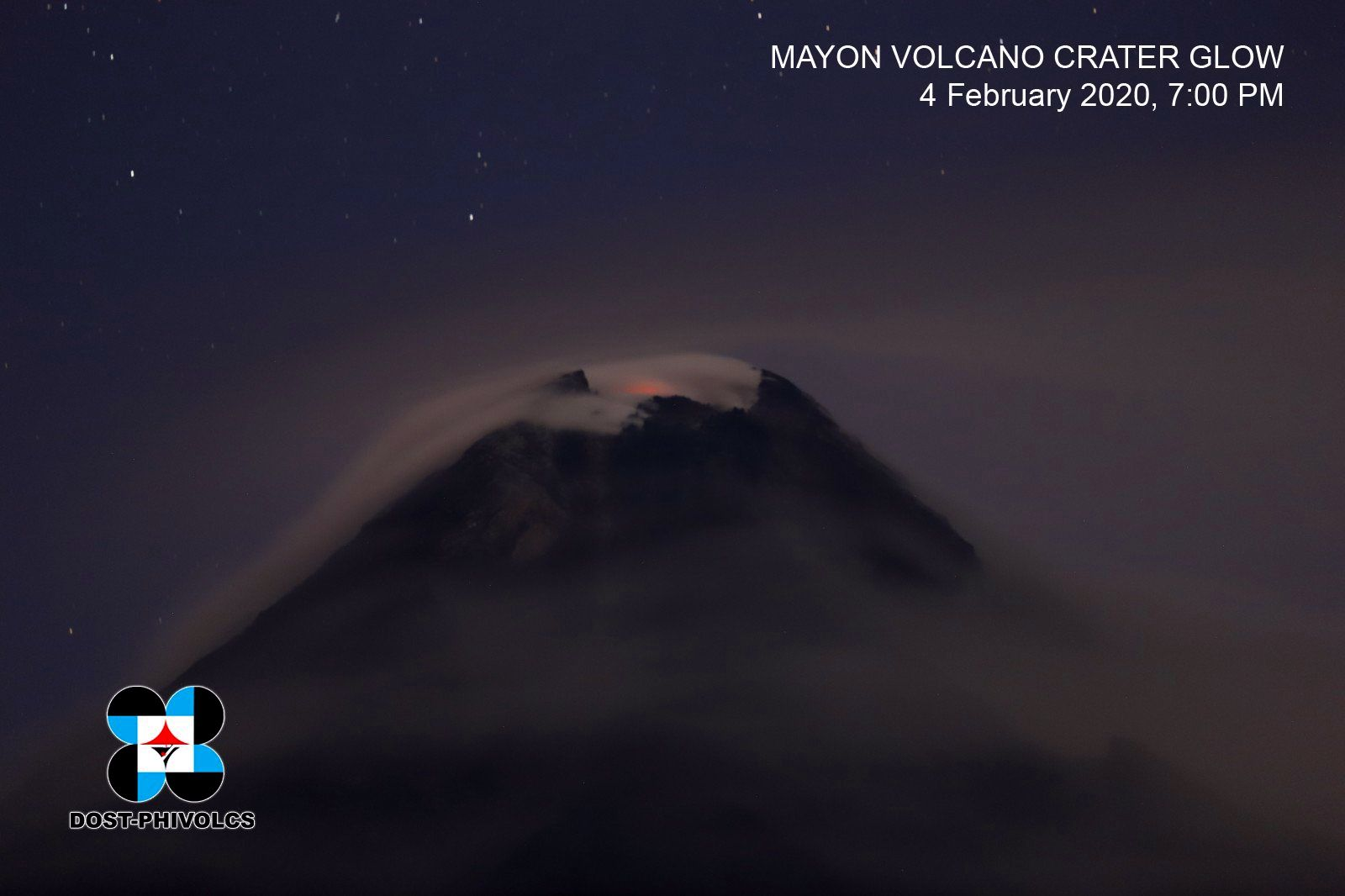 Mayon - incandescence au cratère sommital - photo archives Dost-Phivolcs 04.02.2020 / 19h